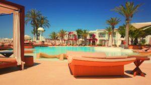 Urlaubshotel Reise Flug Urlaub nachhaltig Unterkunft entspannen