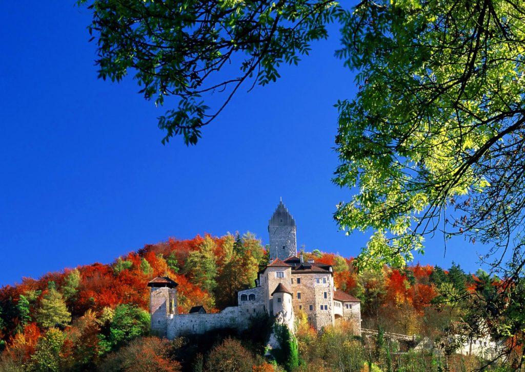 Burg Kipfenberg, lieznsiert bei Adobe Stock