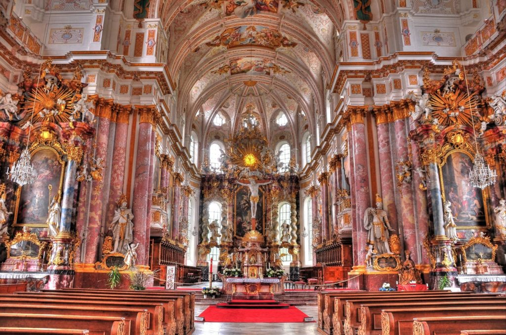 St. Maria Himmelfahrtskirche, lizensiert bei Adobe Stock