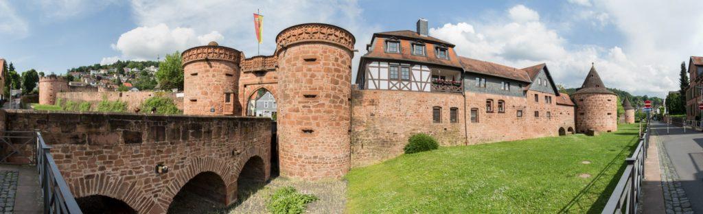 Stadtmauer von Büdingen, lizensiert bei Adobe Stock