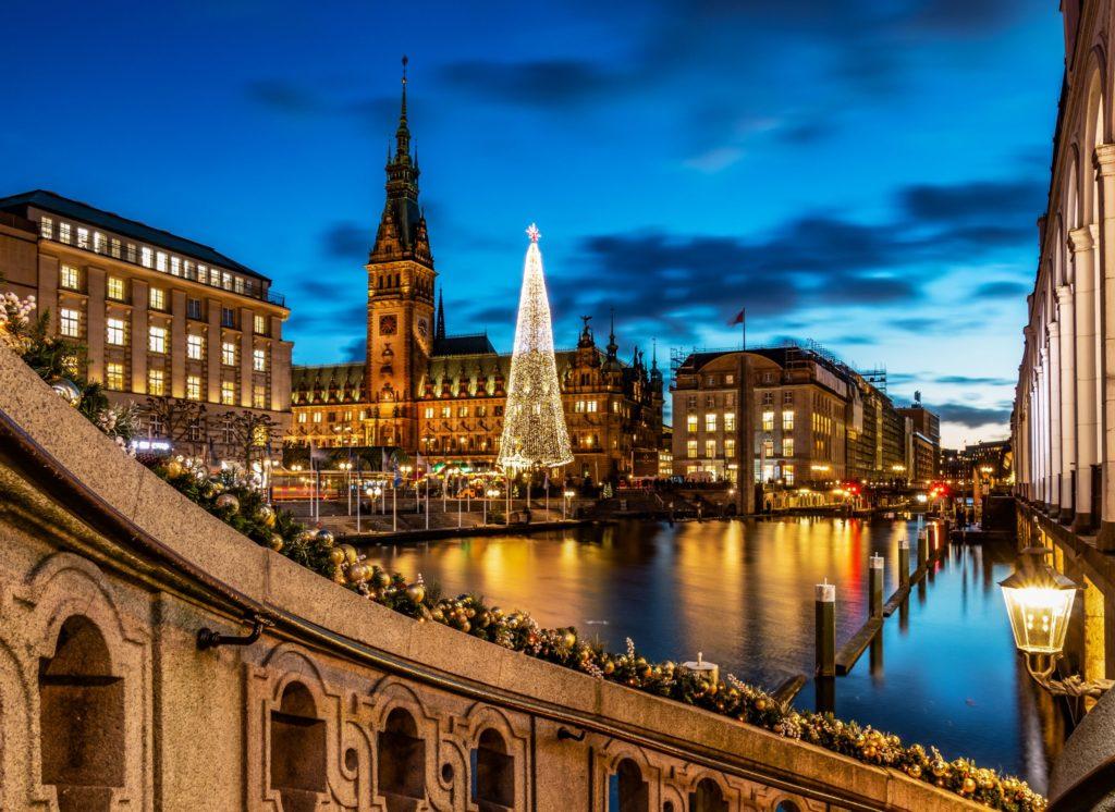 Hamburg, Rathaus, lizensiert bei Adobe Stock