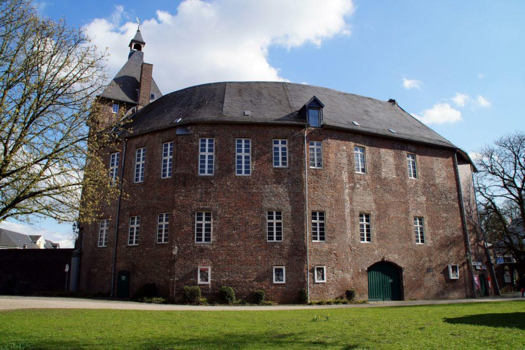 Moerser Schloss, lizensiert bei Adobe Stock