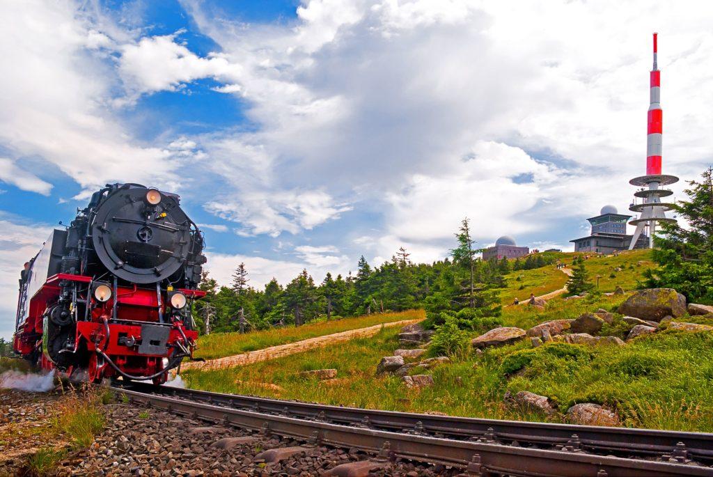 Ankunft der Harzquerbahn auf dem Brocken, lizensiert bei Adobe Stock