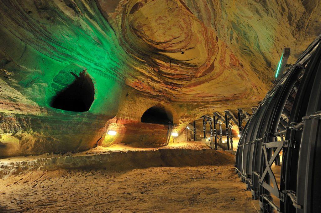Schloßberghöhle Homburg, lizensiert bei Adobe Stock