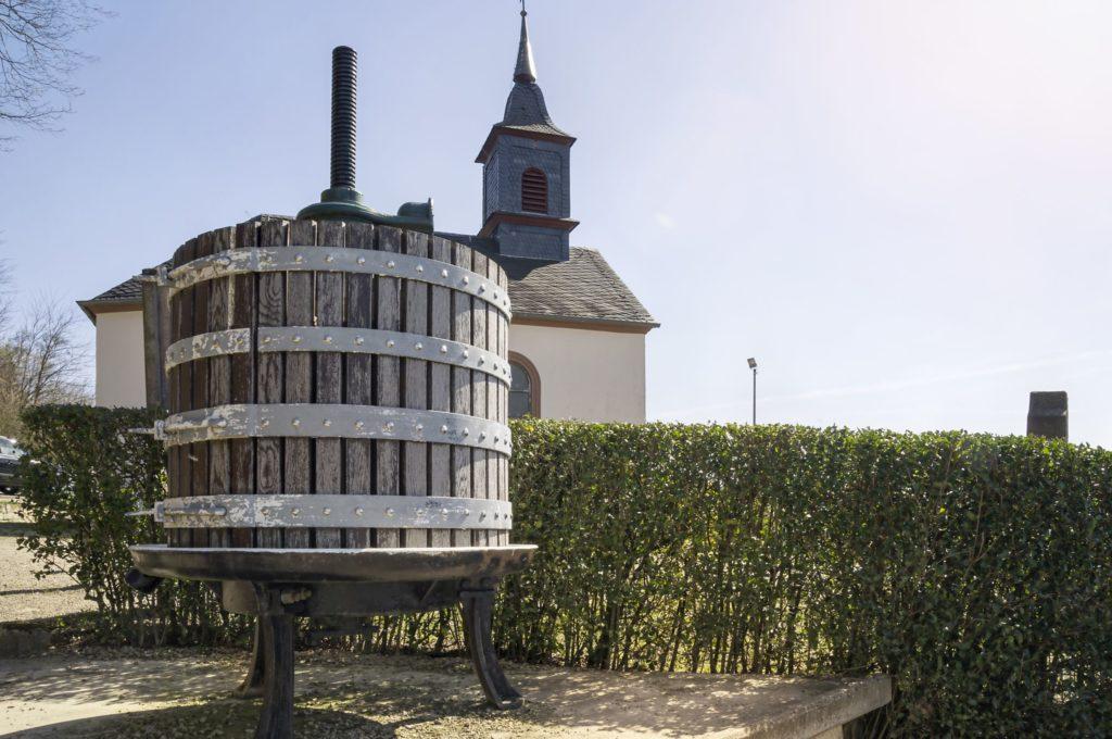 Kreuzbergkapelle, lizensiert bei Adobe Stock