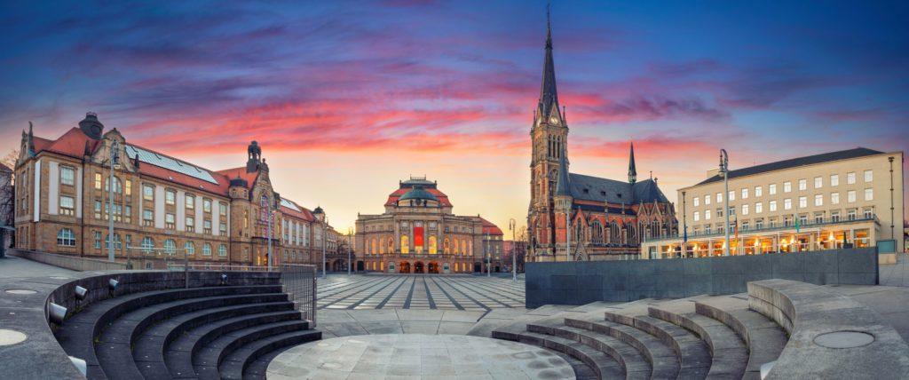 Oper und St. Petri Kirche in Chemnitz, lizensiert bei Adobe Stock
