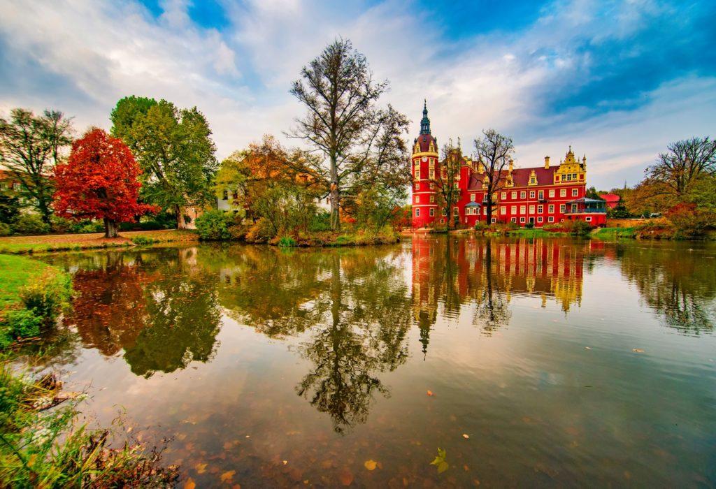 Fürst Pückler Park, Neues Schloss, lizensiert bei Adobe Stock