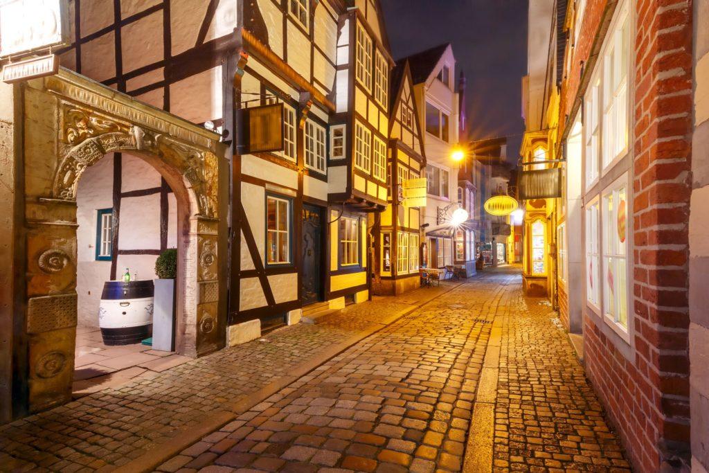Mittelalterliche Straße in Bremen Schnoor, lizensiert bei Adobe Stock