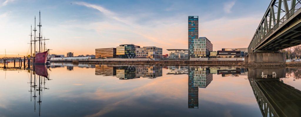 Überseestadt an der Weser, lizensiert bei Adobe Stock