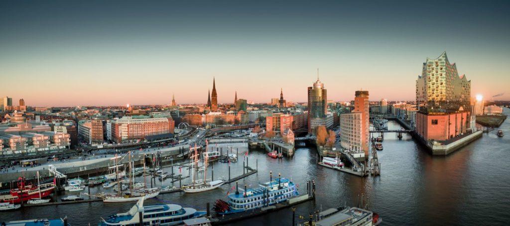 Elbphilharmonie und Hafencity, lizensiert bei Adobe Stock