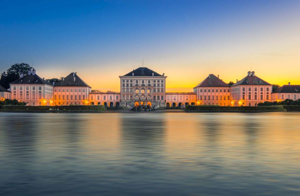 Schloss Nymphenburg, lizensiert bei Adobe Stock