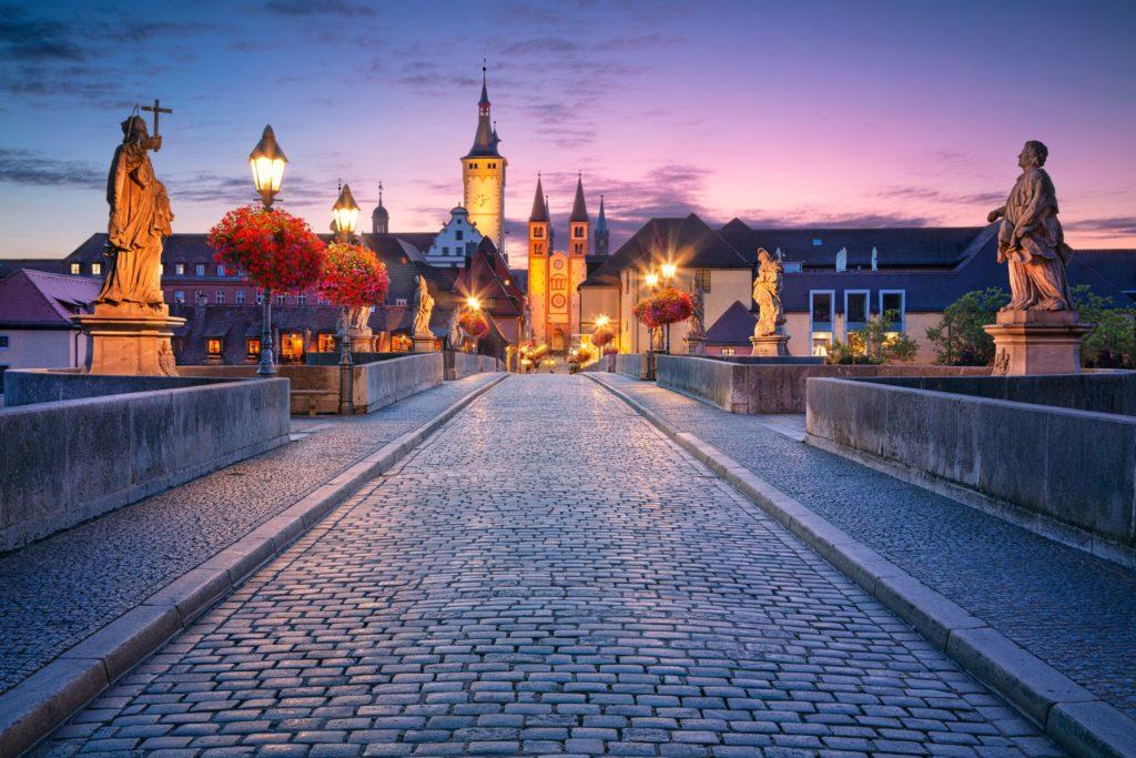 Fränkisches Weinland, Würzburg, lizensiert bei Adobe Stock